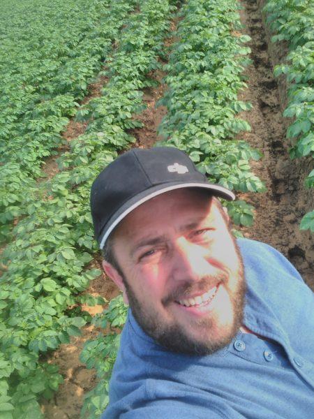 שימחה שור CEO - פיילוט בשדה תפוח אדמה